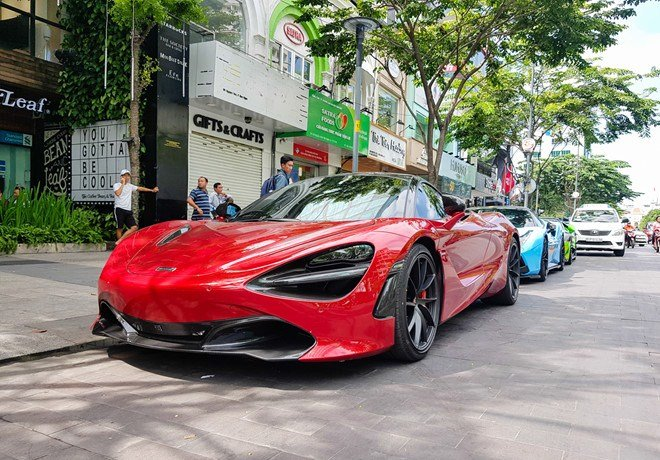 Bắt gặp McLaren 720S bản hiệu suất cao đỏ rực rỡ lượn phố Sài Gòn a16