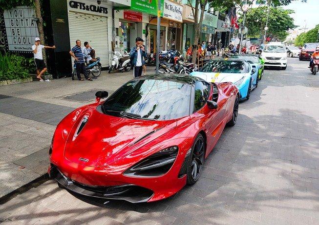 Bắt gặp McLaren 720S bản hiệu suất cao đỏ rực rỡ lượn phố Sài Gòn a1