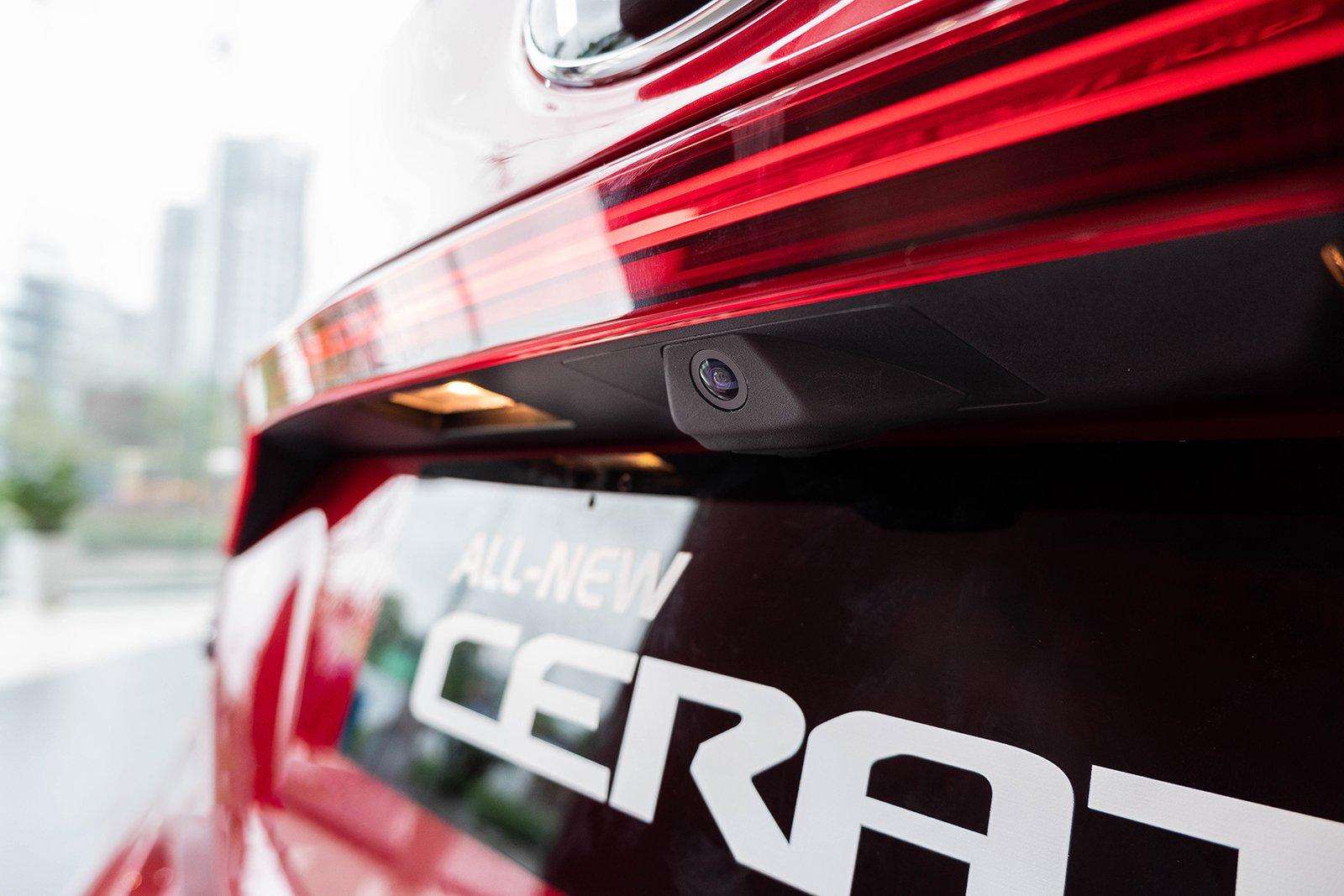 Ảnh chụp camera lùi xe Kia Cerato Premium 2.0L 2019