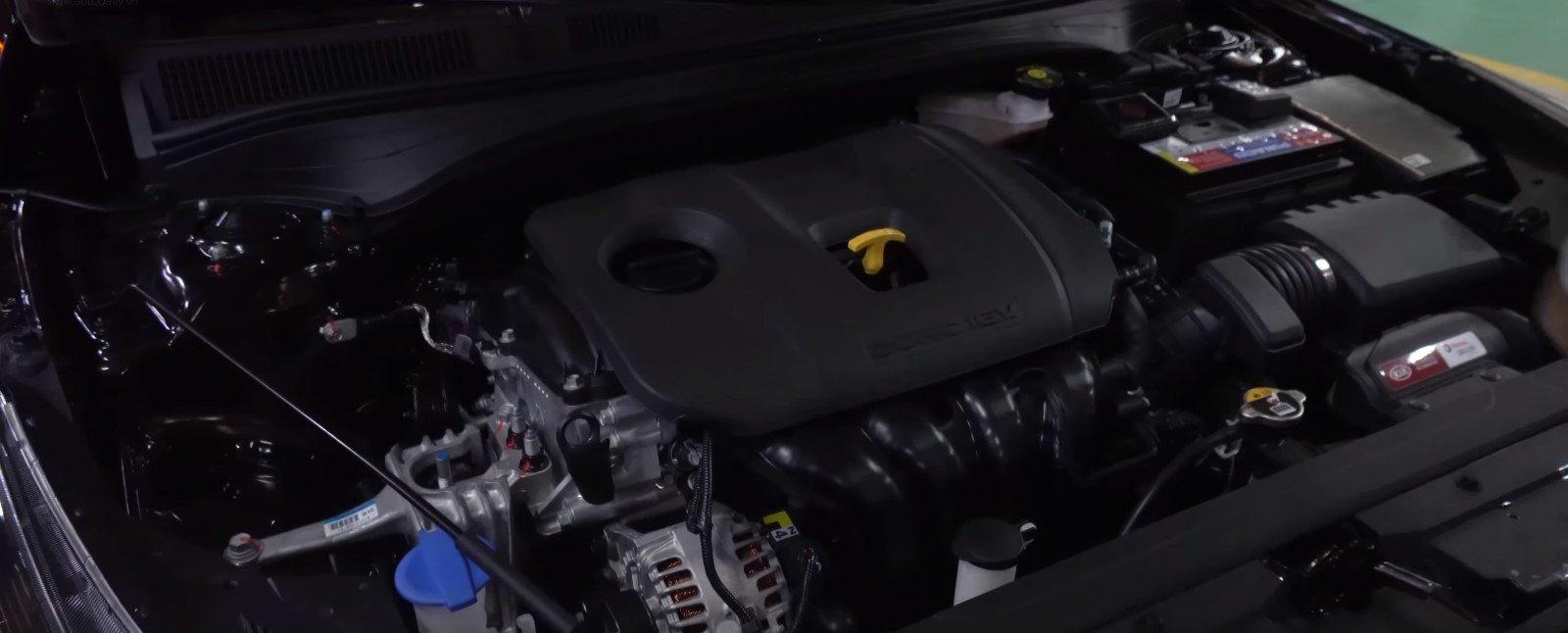 Ảnh chụp động cơ xe Kia Cerato Premium 2.0L 2019