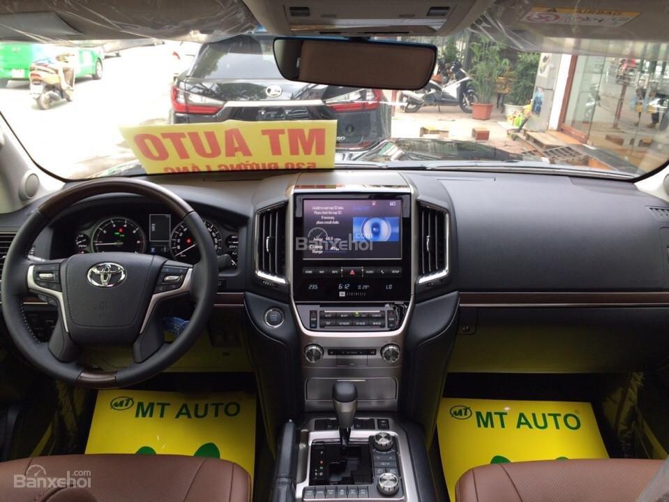Bán ô tô Toyota Land Cruiser VX.R 4.6 Model 2017, màu đen, xe nhập Trung Đông mới 100% LH: 0982.84.2838-9