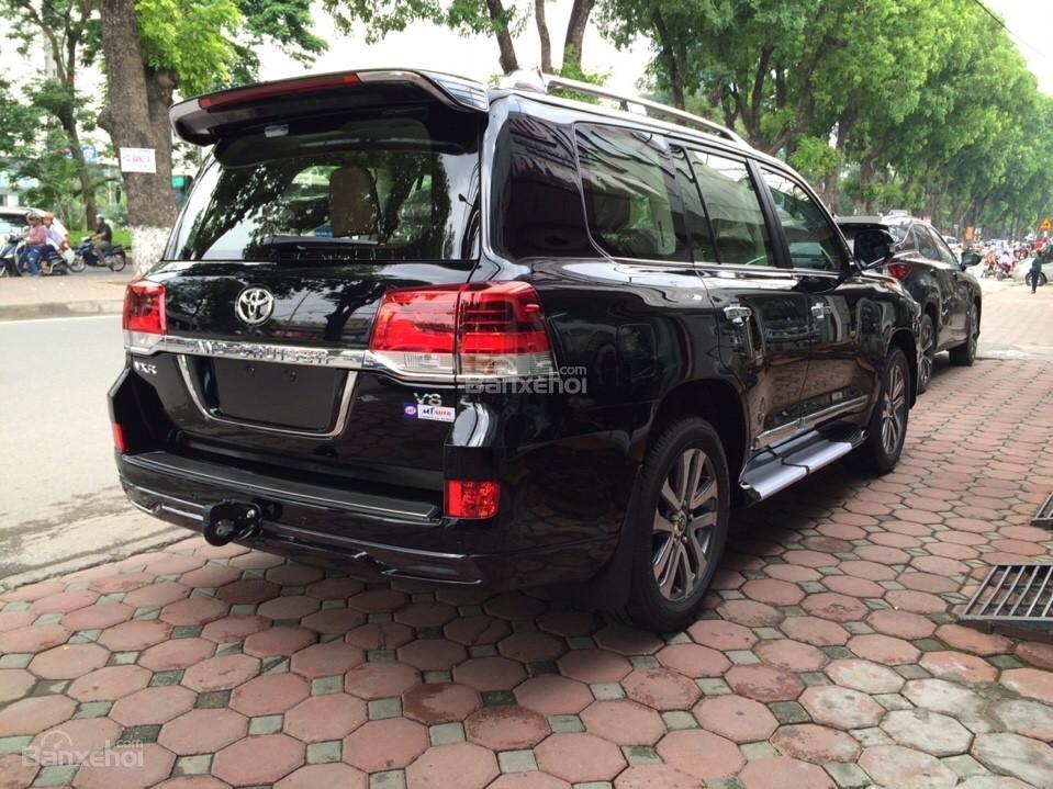 Bán ô tô Toyota Land Cruiser VX.R 4.6 Model 2017, màu đen, xe nhập Trung Đông mới 100% LH: 0982.84.2838-3