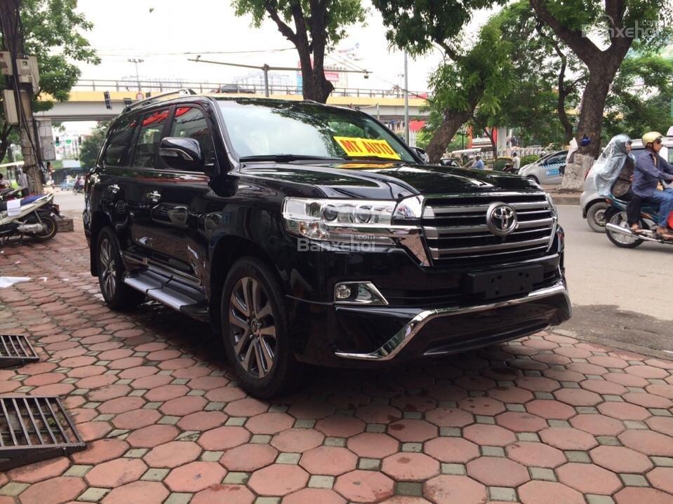 Bán ô tô Toyota Land Cruiser VX.R 4.6 Model 2017, màu đen, xe nhập Trung Đông mới 100% LH: 0982.84.2838-2