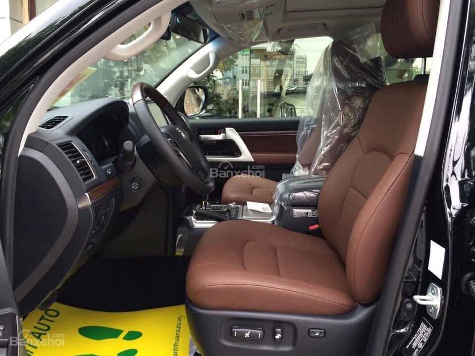 Bán ô tô Toyota Land Cruiser VX.R 4.6 Model 2017, màu đen, xe nhập Trung Đông mới 100% LH: 0982.84.2838-6