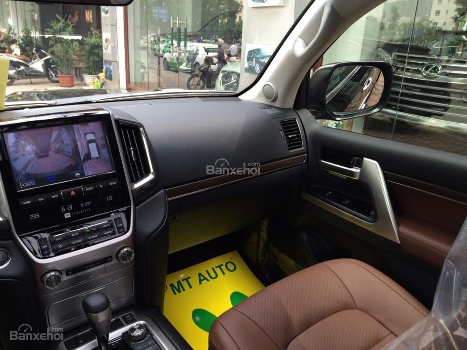 Bán ô tô Toyota Land Cruiser VX.R 4.6 Model 2017, màu đen, xe nhập Trung Đông mới 100% LH: 0982.84.2838-15