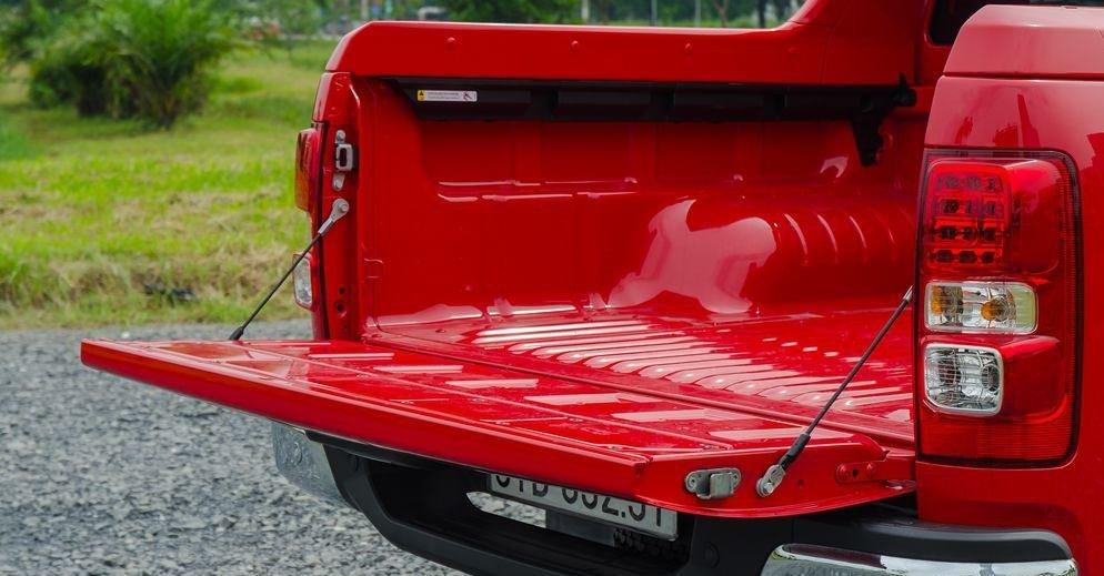 Đánh giá xe Chevrolet Colorado 2019 HighCountry: Nắp thùng xe 1