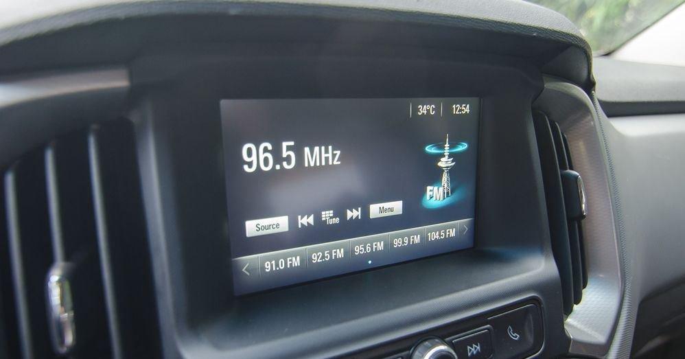 Đánh giá xe Chevrolet Colorado 2019 HighCountry: Màn hình hiển thị đa thông tin 8 inch 1