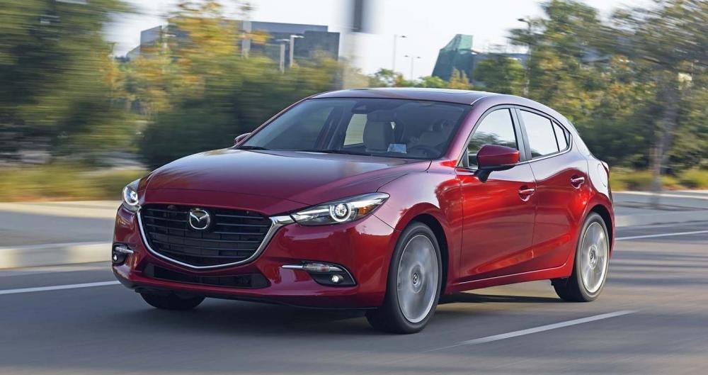 Dự đoán top xe hạng C ăn khách nhất năm 2018: Mazda 3 và Kia Cerato chắc chân.
