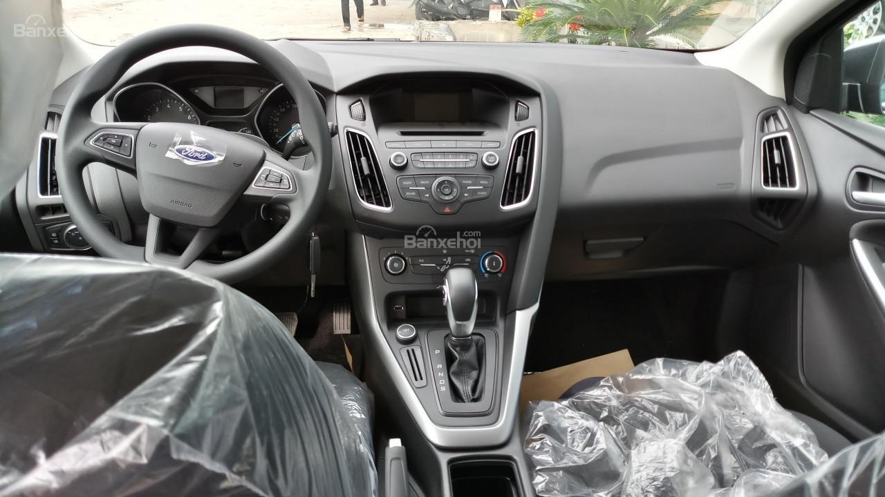 Bán Ford Focus 2018 Ecoboost, tặng ngay: Dán phim, camera hành trình, ghế bọc da, giao xe toàn quốc-1
