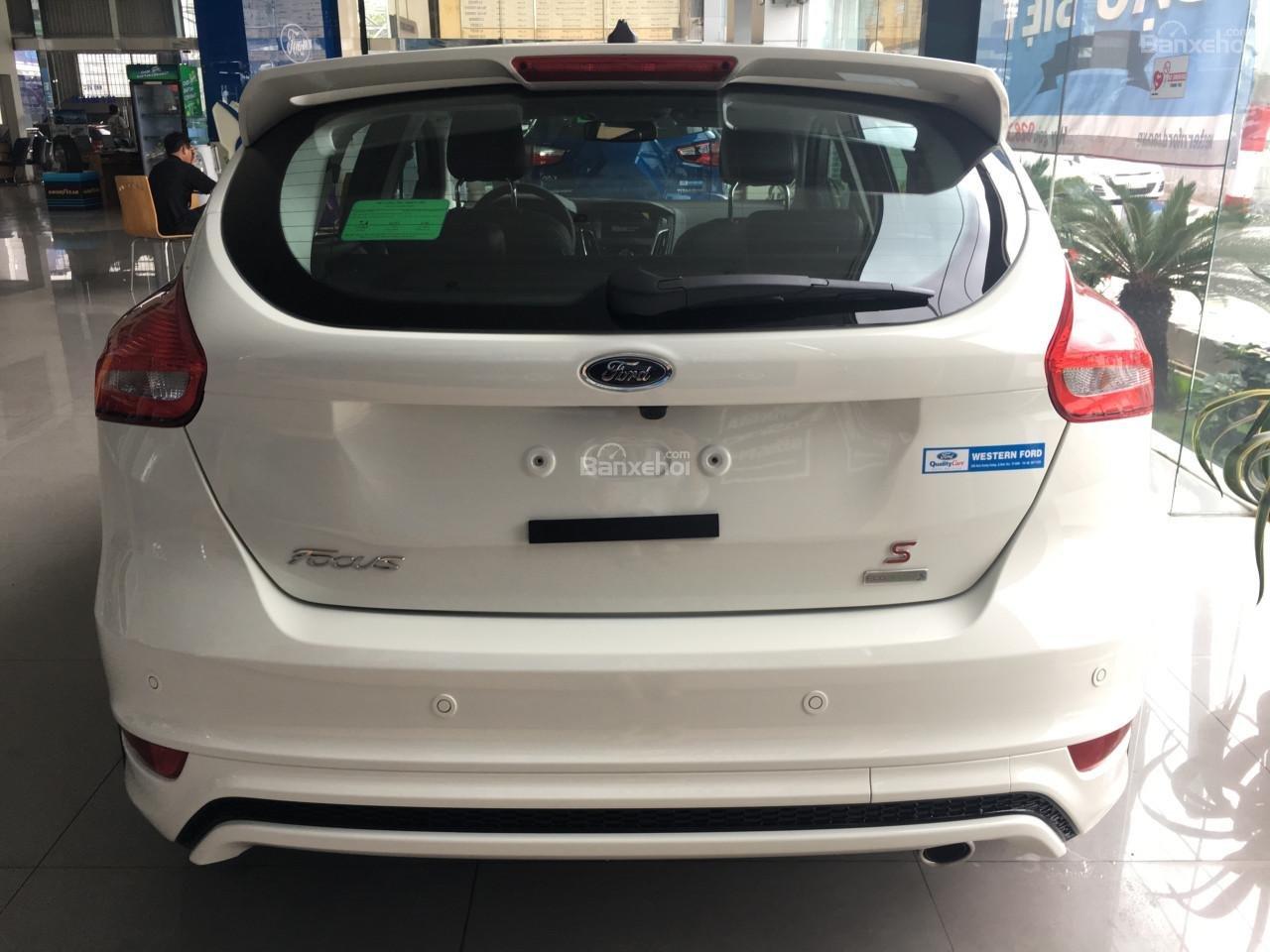 Bán Ford Focus 2018 Ecoboost, tặng ngay: Dán phim, camera hành trình, ghế bọc da, giao xe toàn quốc-3