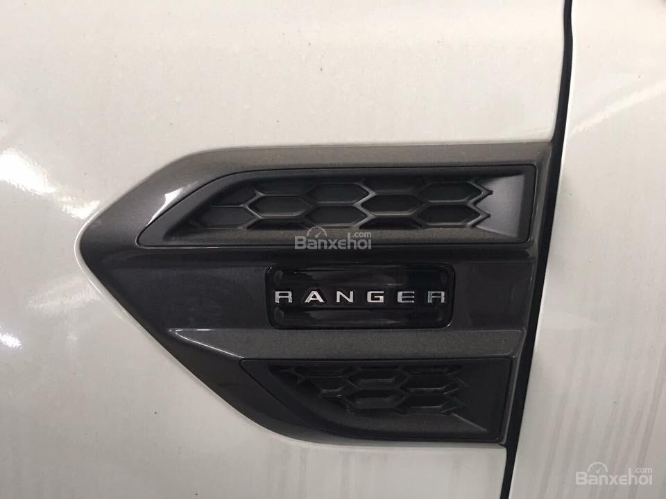 Bán xe Ford Ranger Wildtrak 2018 màu trắng, cam, xanh, đỏ. Giao ngay giá rẻ nhất trả góp 90% - Hotline: 084.627.9999-3