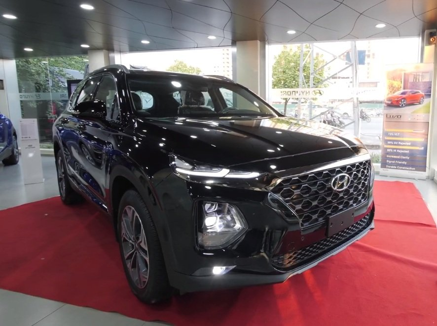 Hyundai Santa Fe 2019 ra mắt gần Tết, đại lý lại chơi chiêu ''''''''mua bia kèm lạc'''''''' mới giao xe?.