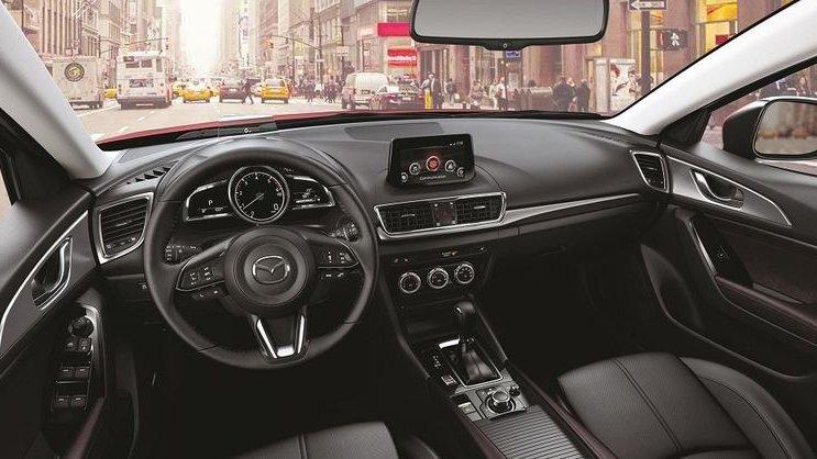 So sánh xe Mazda 3 2018 và Kia Cerato 2019 về thiết kế nội thất.