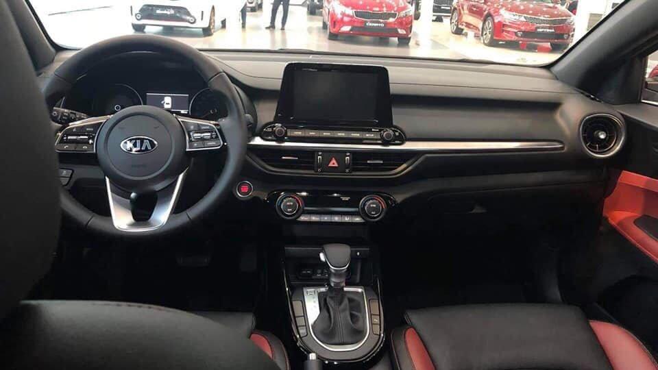 So sánh xe Mazda 3 2018 và Kia Cerato 2019 về thiết kế nội thất - Ảnh 1.