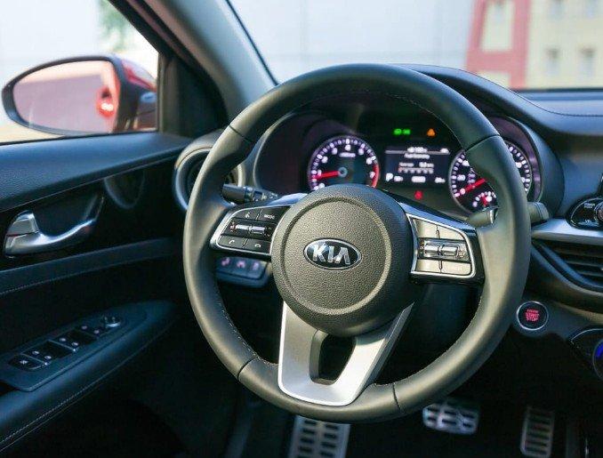 So sánh xe Mazda 3 2018 và Kia Cerato 2019 về thiết kế nội thất - Ảnh 4.