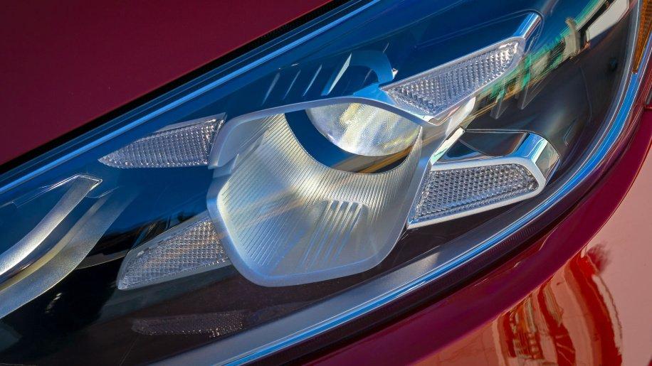 So sánh xe Mazda 3 2018 và Kia Cerato 2019 về thiết kế đầu xe - Ảnh 4.