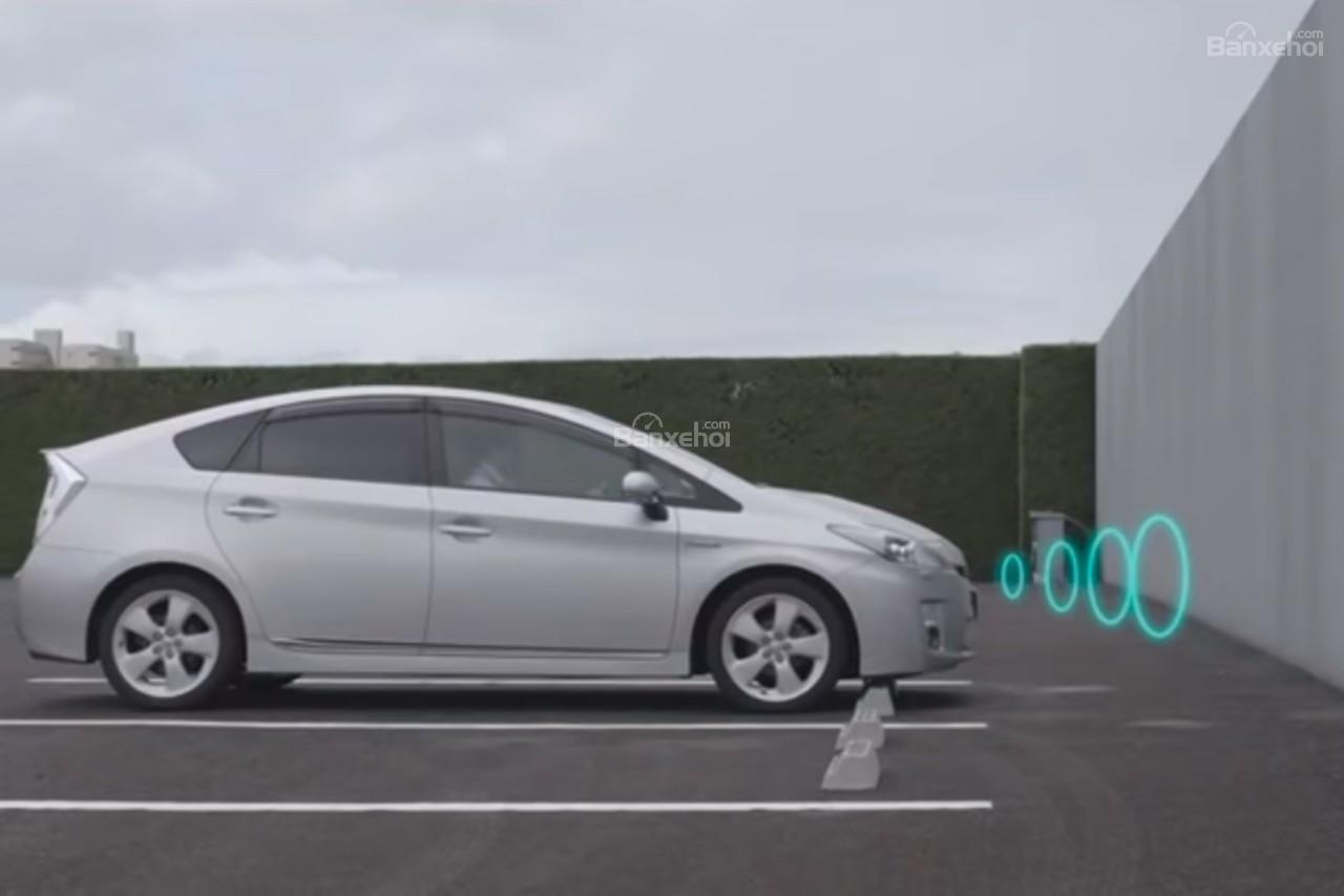 Toyota Prius bổ sung hệ thống tránh đạp nhầm chân ga - 1