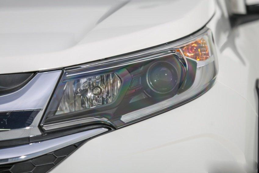Ảnh chụp đèn pha xe Honda BR-V 2019