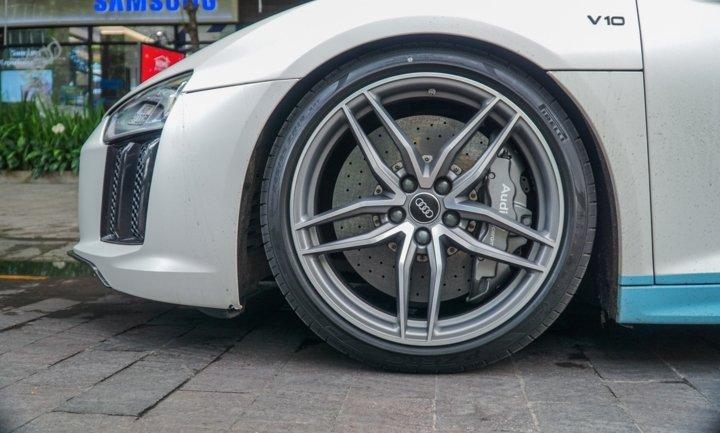 Bắt gặp Audi R8 V10 Plus màu độc của Cường Đô-la dạo phố Sài Gòn a4