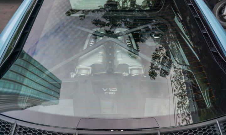 Bắt gặp Audi R8 V10 Plus màu độc của Cường Đô-la dạo phố Sài Gòn a11