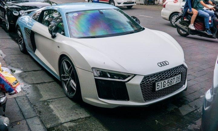 Bắt gặp Audi R8 V10 Plus màu độc của Cường Đô-la dạo phố Sài Gòn a1