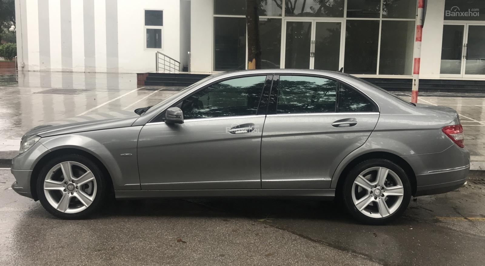 Cần bán xe Mercedes C300 sản xuất 2010, màu xám -4