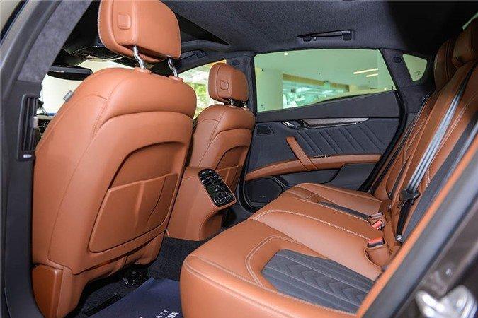 Ngắm xe sang Maserati Quattroporte GranLusso gần 8 tỷ đồng của Á hậu Thúy Vân 7.