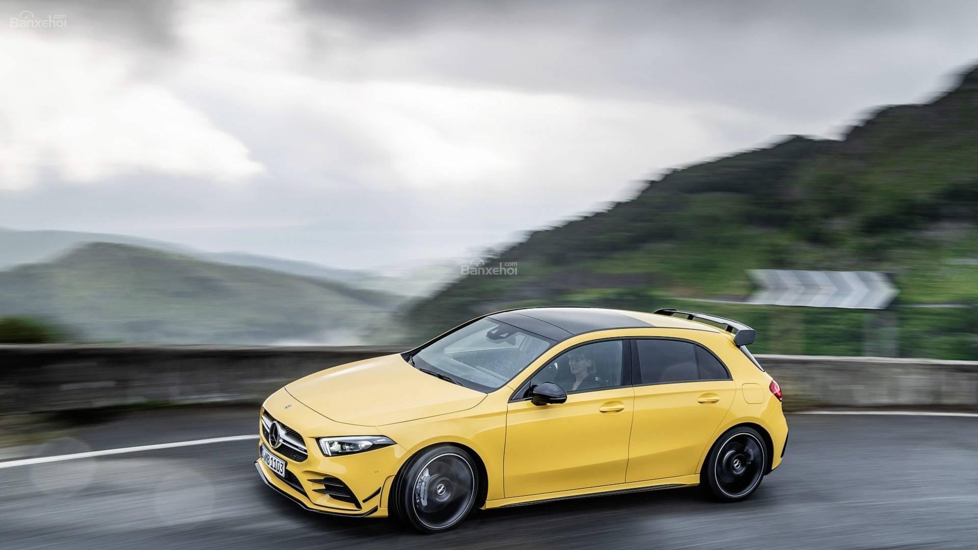 Đánh giá xe Mercedes-AMG A35 2019 thân xe 2