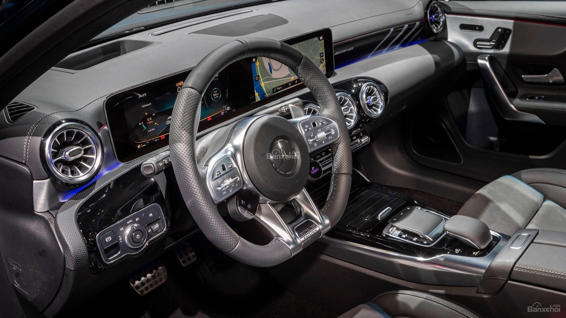Ảnh chụp nội thất Mercedes-AMG A35 2019 - ảnh 2
