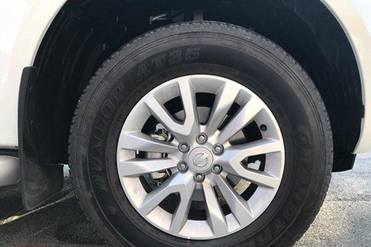 Với giá 988 triệu đồng, Nissan Terra 2019 bản MT bị cắt giảm những gì? a7