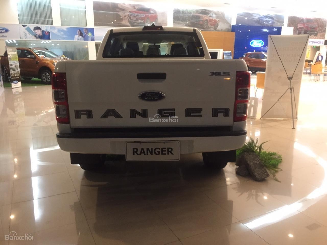 Đại lý bán xe Ford Ranger XLS 4X2 MT 2018, giá tốt nhất, giao xe ngay. Hỗ trợ trả góp 90%-4