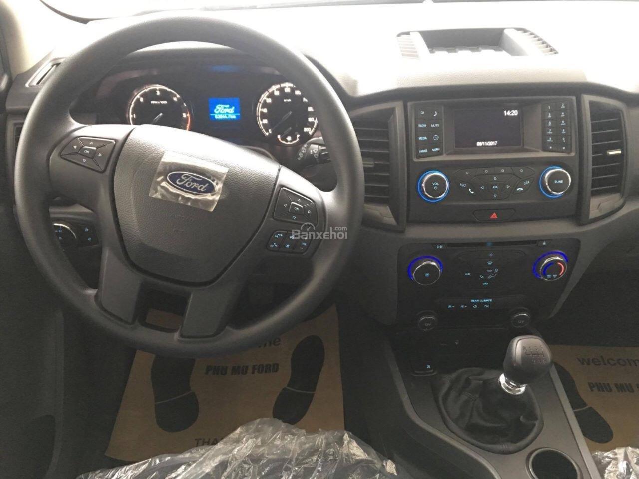 Bán Ford Everest Ambiente đời 2018, nhập khẩu, giao xe liền-6