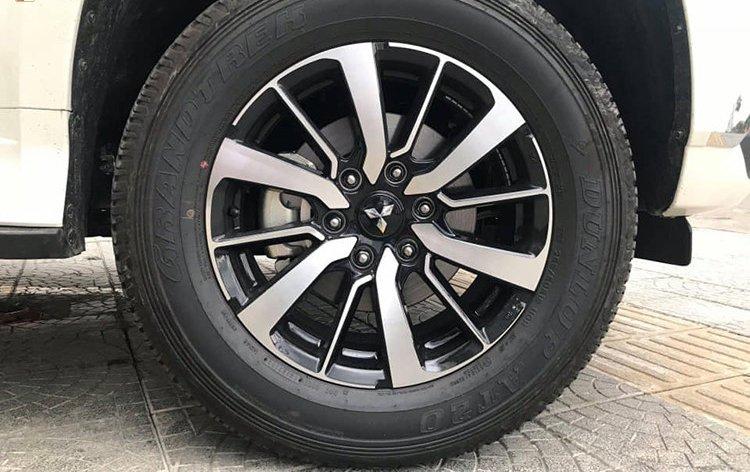 Mitsubishi Pajero Sport 4x2 MT 2019 giá rẻ mới xuất hiện tại đại lý ở Hà Nội - Ảnh 7.