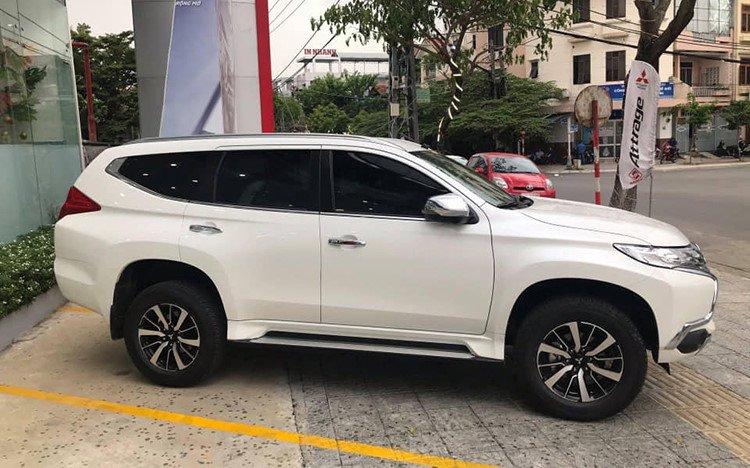 Mitsubishi Pajero Sport 4x2 MT 2019 giá rẻ mới xuất hiện tại đại lý ở Hà Nội - Ảnh 2.