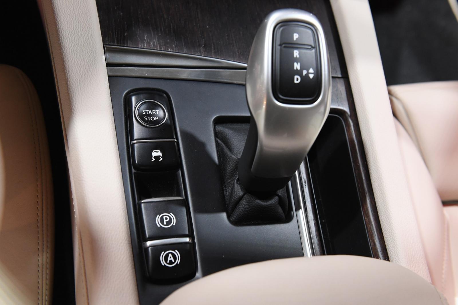 Nissan Terra V 2019 và VinFast LUX SA2.0 cao cấp 2019 về an toàn 2