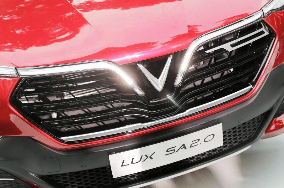Nissan Terra V 2019 và VinFast LUX SA2.0 cao cấp 2019 về đầu xe 4