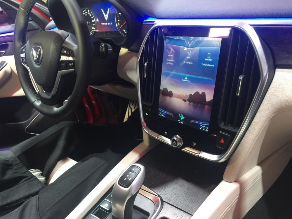 Nissan Terra V 2019 và VinFast LUX SA2.0 cao cấp 2019 về tiện nghi 2