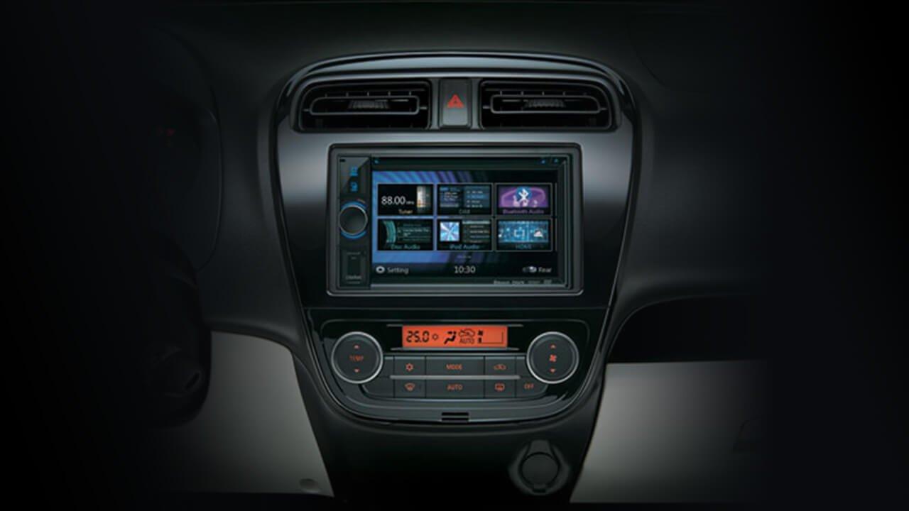Đánh giá xe Mitsubishi Mirage 2019 CVT: Màn hình giải trí DVD 1