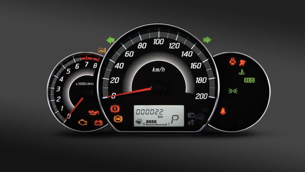 Đánh giá xe Mitsubishi Mirage 2019 CVT: Đồng hồ lái thiết kế đơn giản 1