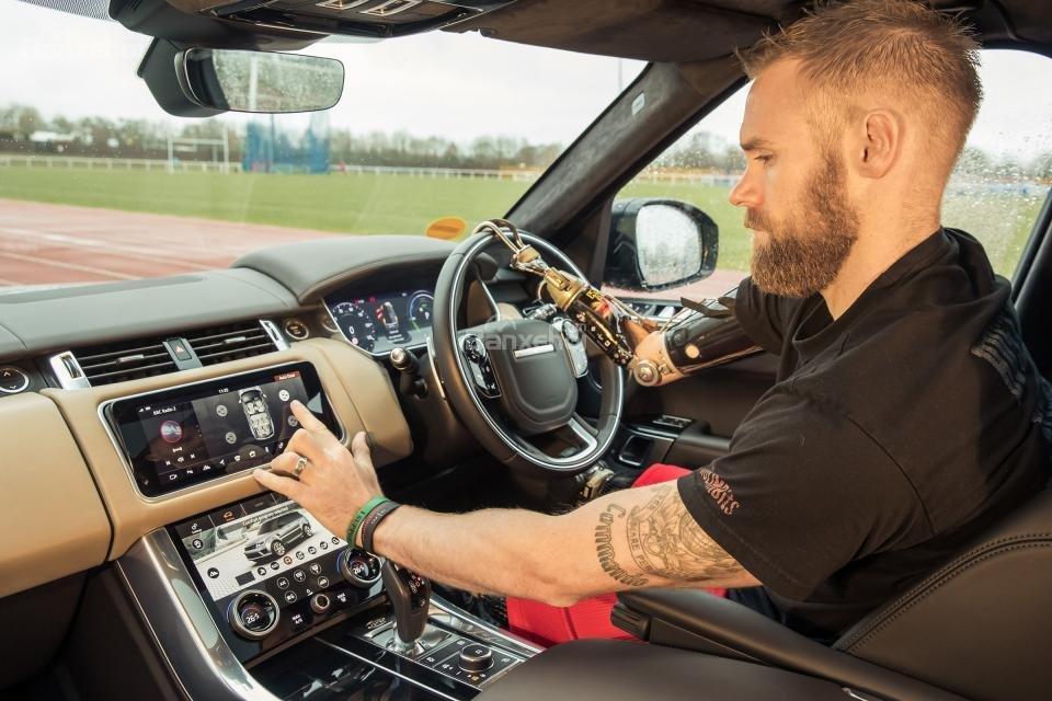Giới thiệu công nghệ cửa tự động của Jaguar Land Rover.