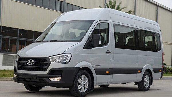 So sánh xe Hyundai Solati và Toyota Hiace: Xe công ty và xe dịch vụ.