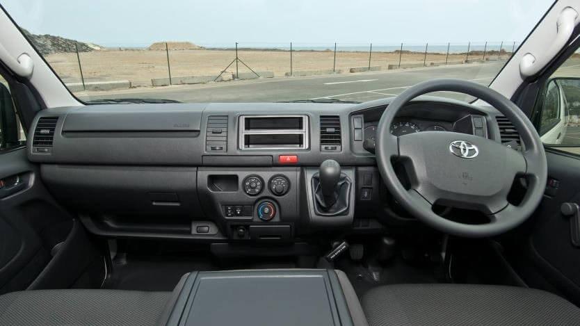 So sánh xe Hyundai Solati và Toyota Hiace về nội thất: Xe Hàn tiếp tục chiến thắng 3