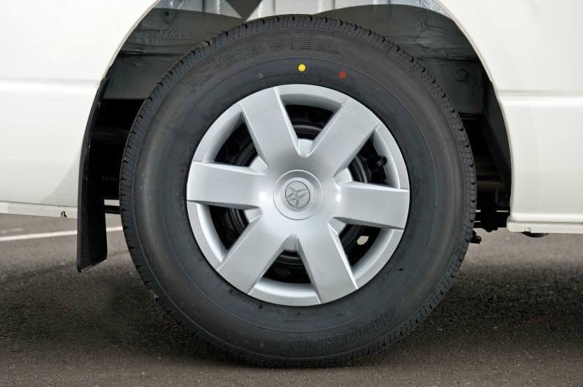 So sánh xe Hyundai Solati và Toyota Hiace về thân xe 7