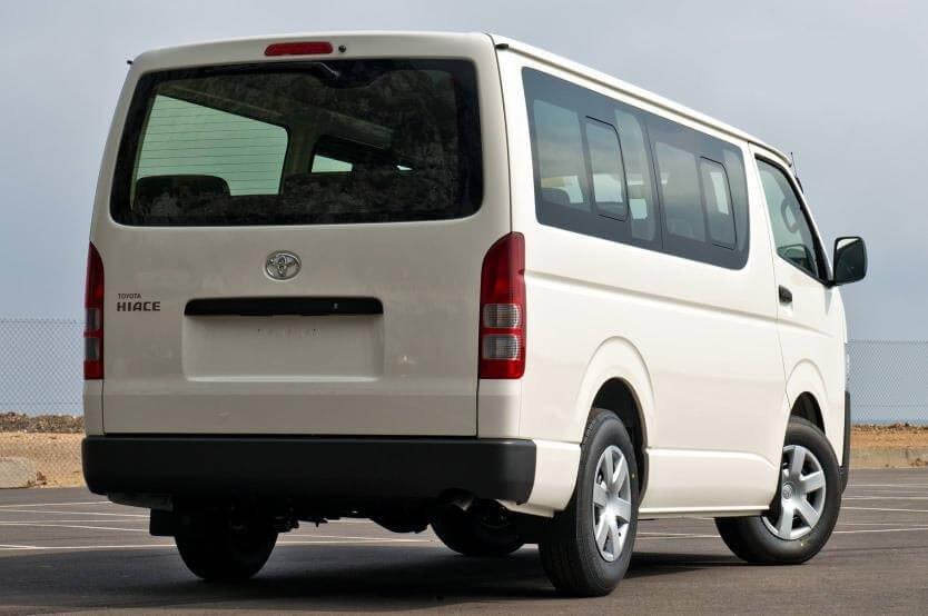 So sánh xe Hyundai Solati và Toyota Hiace về đuôi xe 3