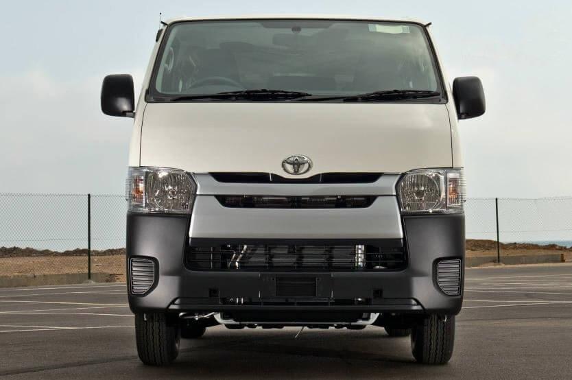 So sánh xe Hyundai Solati và Toyota Hiace về đầu xe 3