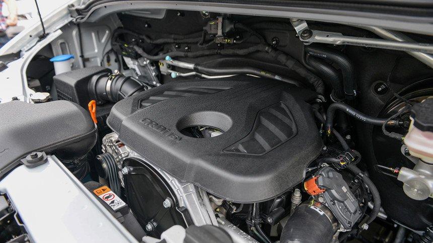 Hyundai Solati sở hữu thông số vận hành hoàn toàn vượt trội so với Toyota Hiace 3