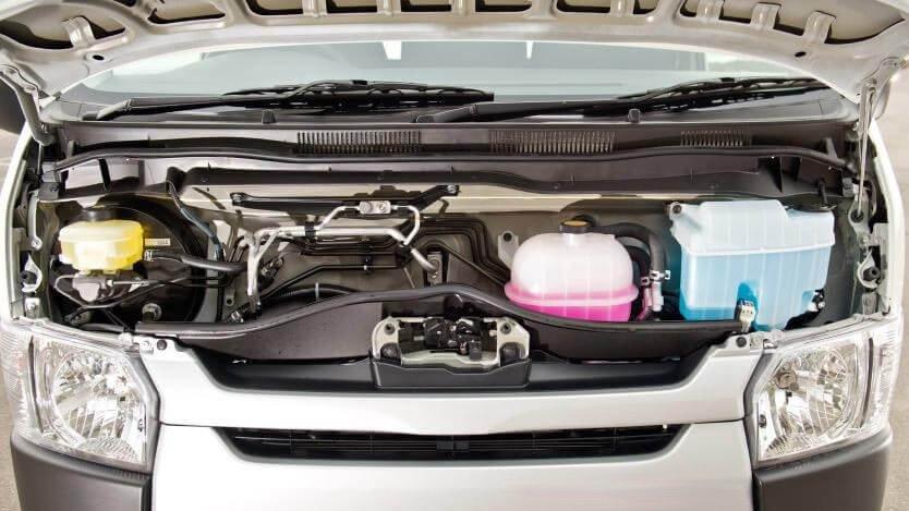 Hyundai Solati sở hữu thông số vận hành hoàn toàn vượt trội so với Toyota Hiace.