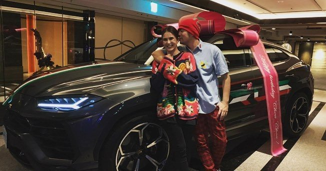 Châu Kiệt Luân đăng tải hình nhận được Lamborghini Urus