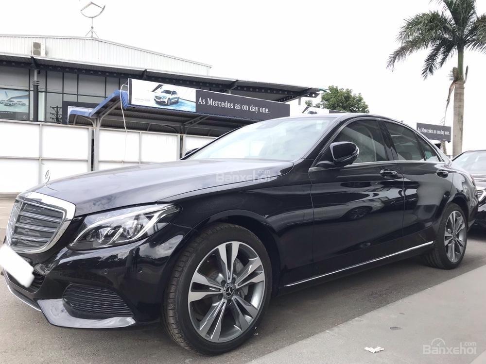 Bán Mercedes C250 năm sản xuất 2017, màu đen như mới-1