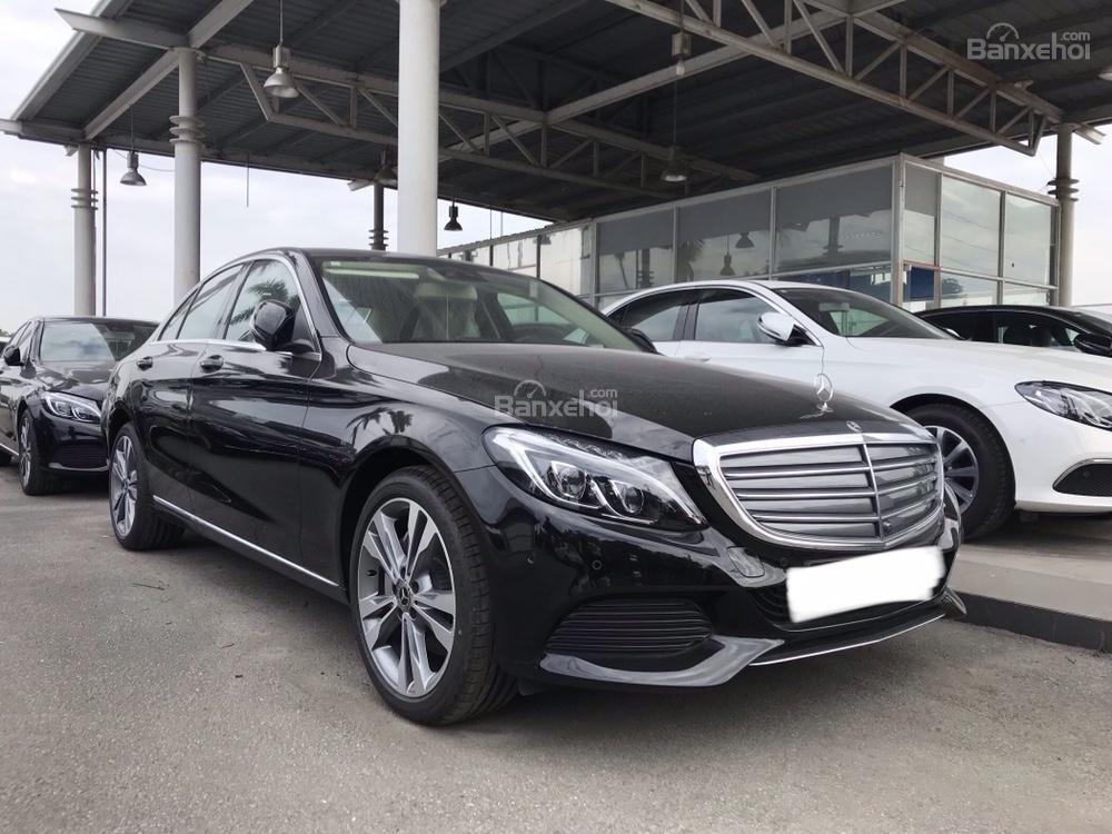 Bán Mercedes C250 năm sản xuất 2017, màu đen như mới-0
